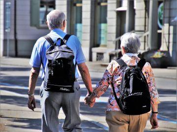 Una pareja de ancianos