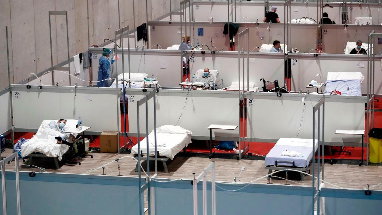 Pacientes en el hospital de campaña provisional instalado en Ifema