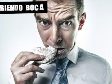 Hombre comiendo