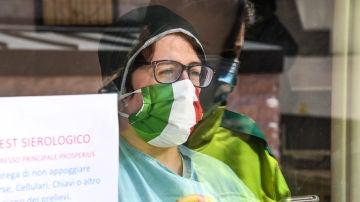Reparten test serológicos en laboratorio científico privado en Florencia