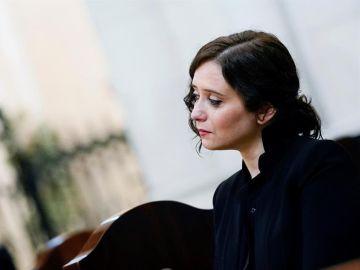 Isabel Diaz Ayuso rompe a llorar en la misa por los fallecidos de COVID-19