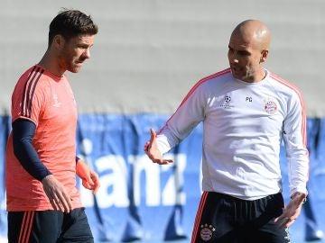 Xabi Alonso y Pep Guardiola