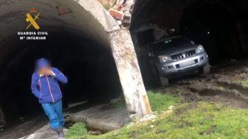 El hombre fue sorprendido con su vehículo en el interior de la antigua mina de las Mánforas.