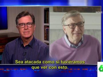 El presentador Stephen Colbert entrevista a Bill Gates