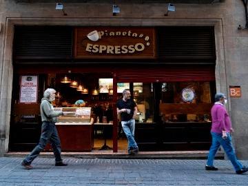 Una cafetería reconvertida a la venta de comida y bebida para llevar en Santa Cruz de Tenerife