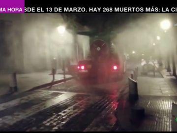 Cañones de nebulosa, mochilas pulverizadoras y triciclos eléctricos: así desinfectan las calles cuando estamos durmiendo