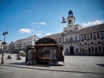 La Puerta del Sol, vacía desde que el Gobierno decretase el estado de alarma.