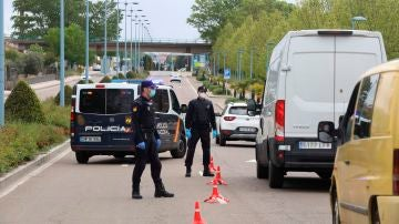 La Policía realizando un control policial durante el estado de alarma
