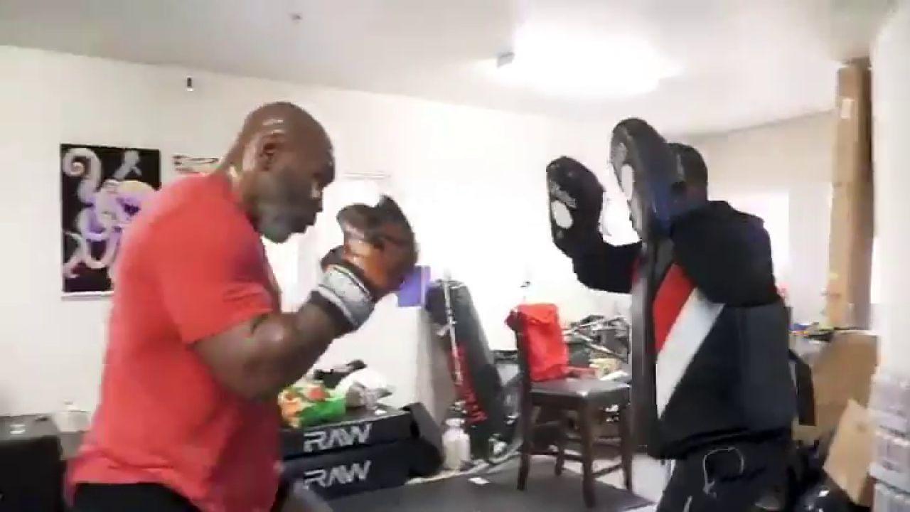 Mike Tyson, entrenándose