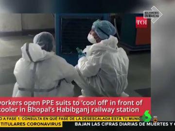 Indignación con dos sanitarios por ponerse en la salida del aire acondicionado con los EPIs puestos