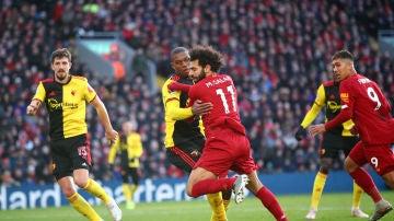 Christian Kabasele puja con Mohamed Salah