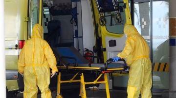Sanitarios en una ambulancia