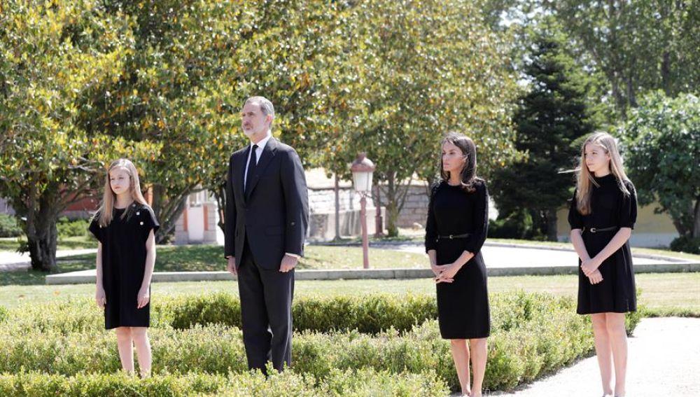 La Familia Real guarda un minuto de silencio por las víctimas del coronavirus