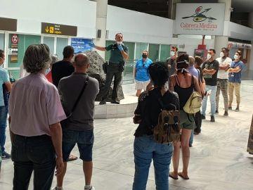 La Guardia Civil informa a los familiares que esperaban a los pasajeros del vuelo