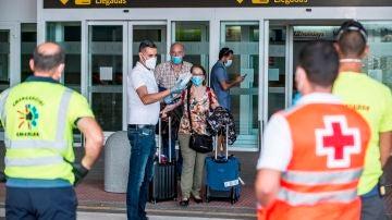 Pasajeros del vuelo procedente de Madrid con un hombre positivo en coronavirus