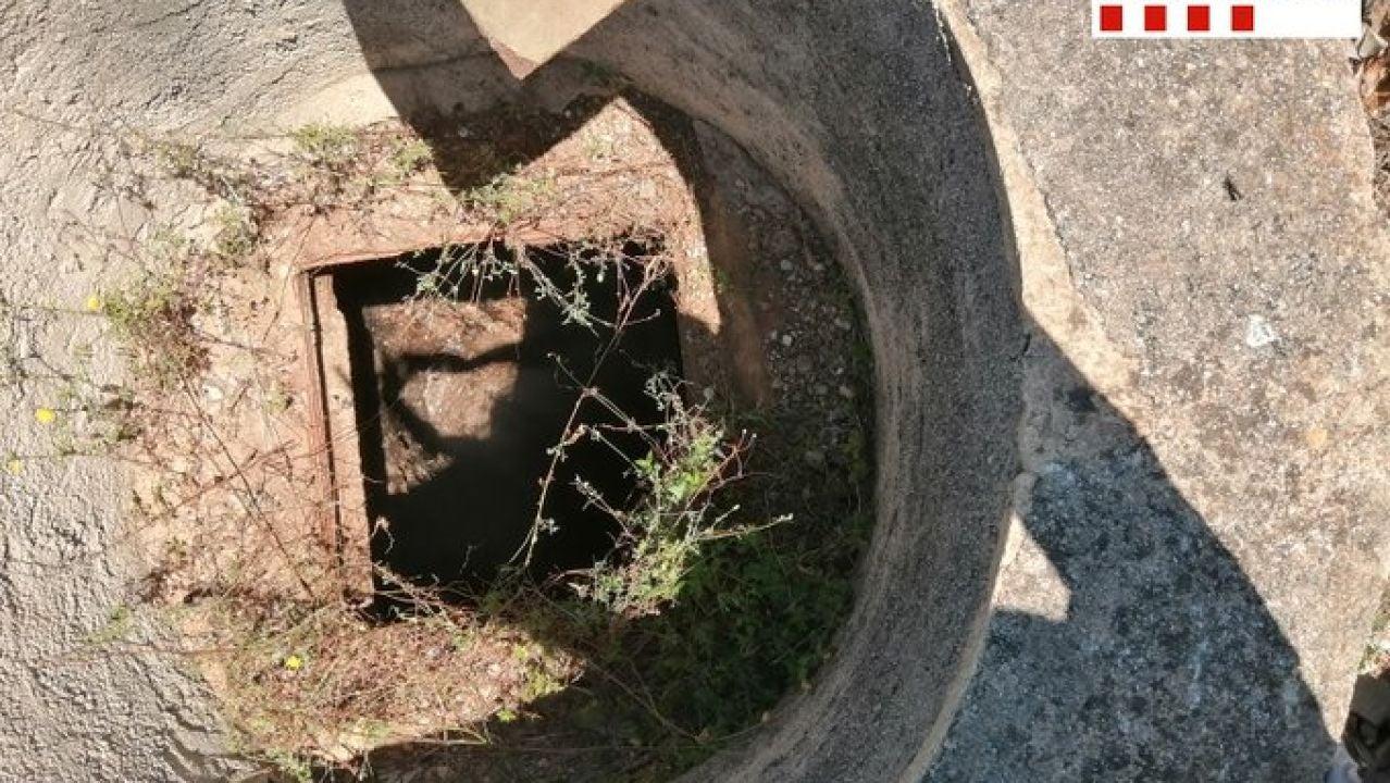 Imagen del pozo de la finca en el que se cayó un joven de 18 años