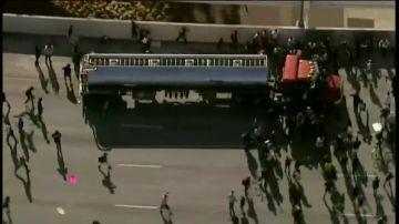 Un conductor embiste con su camión cisterna contra una manifestación en Mineápolis