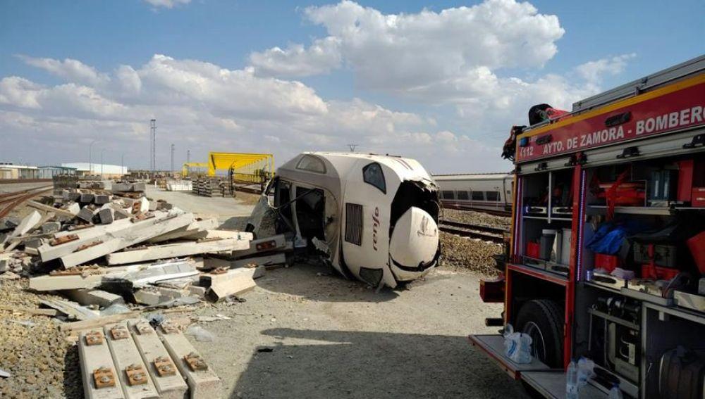 Lugar donde la locomotora de un tren Alvia que realiza la ruta Ferrol-Madrid ha descarrilado a su paso por la localidad zamorana de Hiniesta.