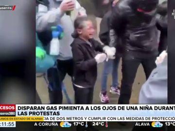 Los gritos desgarradores de una niña tras ser rociada con gas pimienta durante las protestas por la muerte de George Floyd