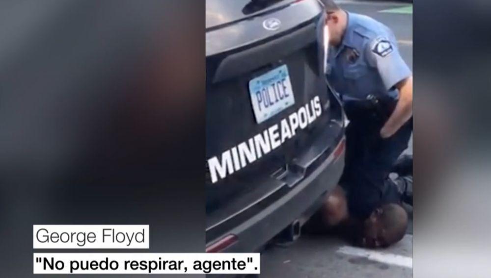 George Floyd en el momento de su detención