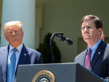 Fotografía del pasado 15 de mayo del presidente de Estados Unidos, Donald Trump, junto a su secretario de Defensa, Mark T. Esper.