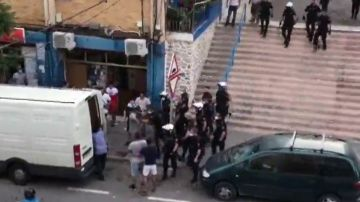 Reyerta multitudinaria en Alicante con apuñalamientos, robos y cinco policías heridos