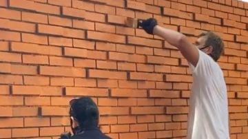 Dirk Nowitzki ayudando en las tareas de restauración de Dallas
