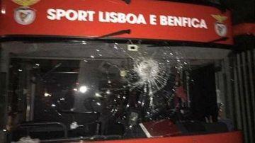 Autobús del Benfica tras ser apedreado