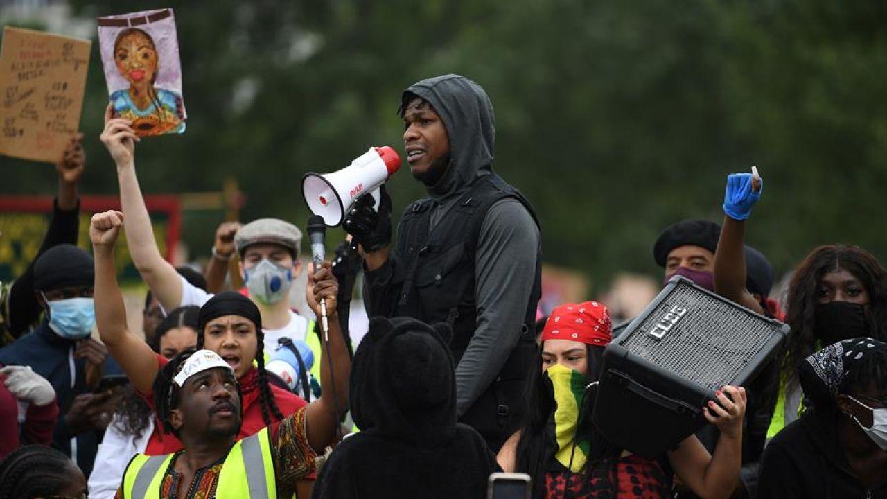 El actor John Boyega durante una protesta por la muerte de George Floyd en Londres