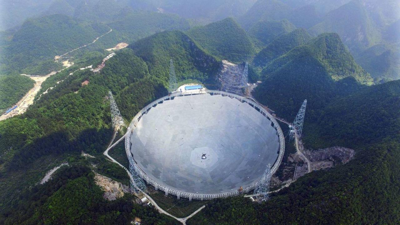 Vista aérea del telescopio FAST