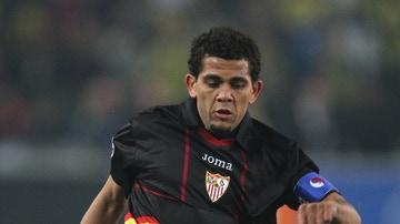 Dani Alves con la camiseta del Sevilla