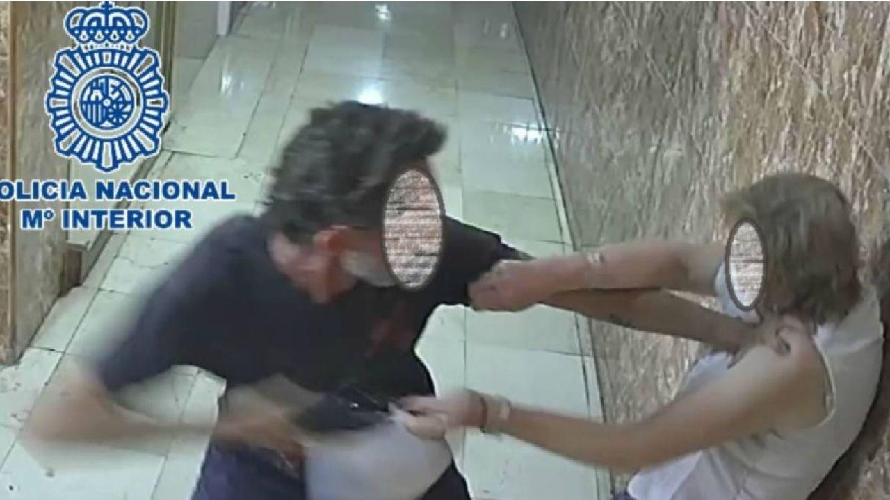 Imagen del momento del asalto, captada pro las cámaras de seguridad