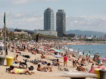 Aspecto de la playa de San Sebastiá, en Barcelona, durante la pandemia