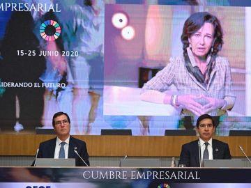 El presidente de la CEOE, Antonio Garamendi, en un momento de la cumbre