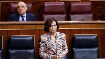 La vicepresidenta primera del Gobierno, Carmen Calvo, durante su intervención en la sesión de control.