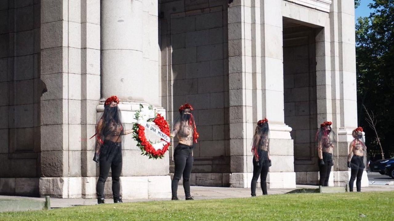 Acción de Femen en la puerta de Alcalá (Madrid)