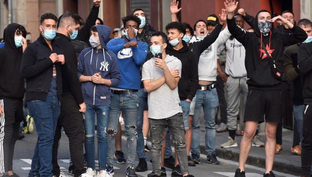 Participantes en las protestas que se han producido en el barrio bilbaino