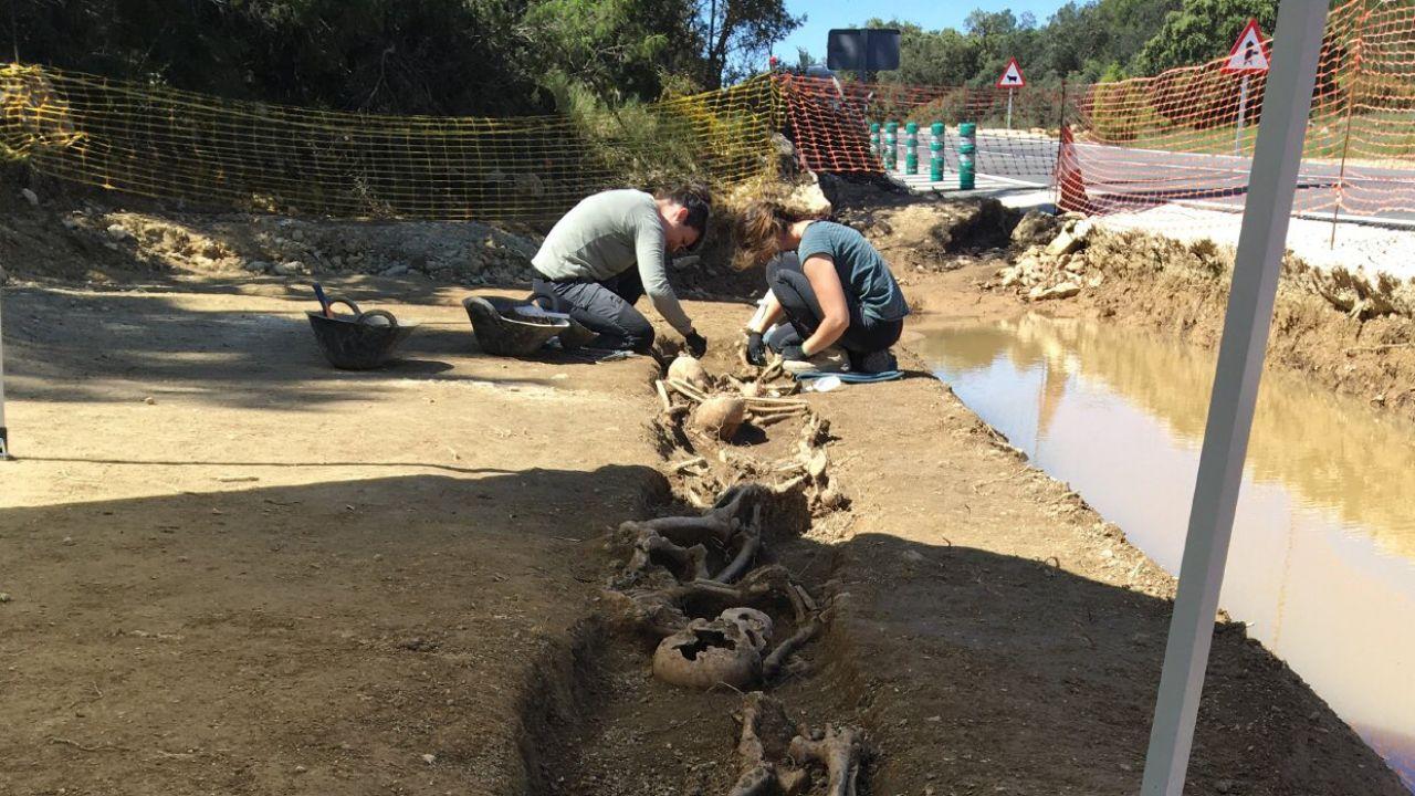 Imagen de las fosas halladas en una carretera de Valencia