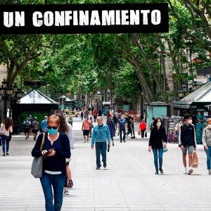 Imagen de archivo de varias personas en la calle