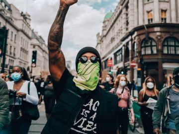 Lewis Hamilton, en una marcha antirracista