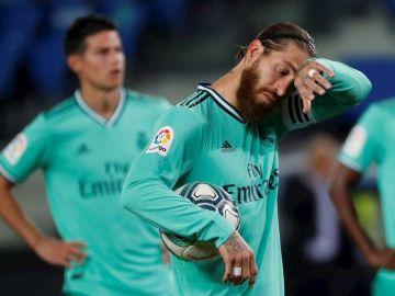 Sergio Ramos se seca el sudor