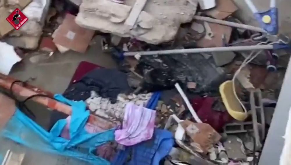 Derrumbe en una vivienda en Elda por una piscina hinchable