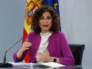 La ministra de Hacienda, María Jesús Montero durante la rueda de prensa tras el Consejo de Ministros celebrado este martes en el Palacio de la Moncloa.