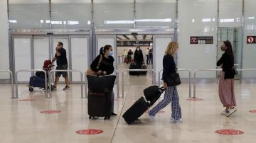Llegada de viajeros al aeropuerto de Barajas.