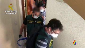 Imagen de un detenido por abusar de su hijastra durante siete años