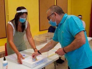 Simulacro en un colegio electoral del municipio pontevedrés de Marín de cara a las elecciones del 12 de julio