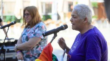 La presidenta de la Federación Estatal de Lesbianas, Gais, Trans y Bisexuales (FELGTB), Uge Sangil durante una rueda de prensa