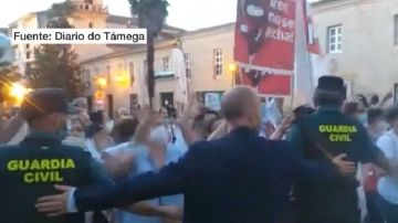 La Guardia Civil evita incidentes entre manifestantes y alcaldes del PP