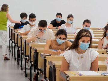 Varios alumnos realizan EBAU 2020