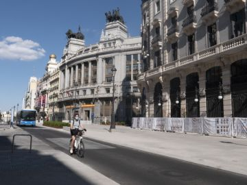 hombre con mascarilla por Madrid
